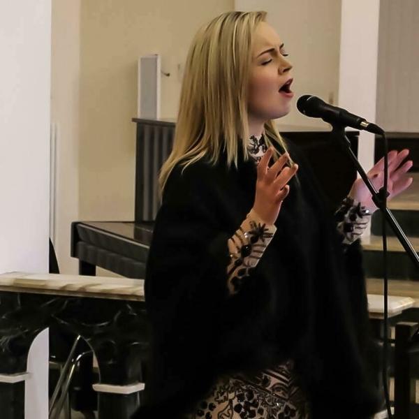 Karin Clara Professional Singer €400