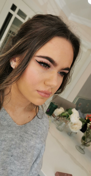 Carly Fisher Pro Makeup Artist €240