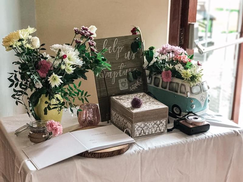 Ruth's Floral Decor €350